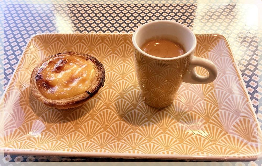 Café et pastéis de nata ©Claire Do Vale