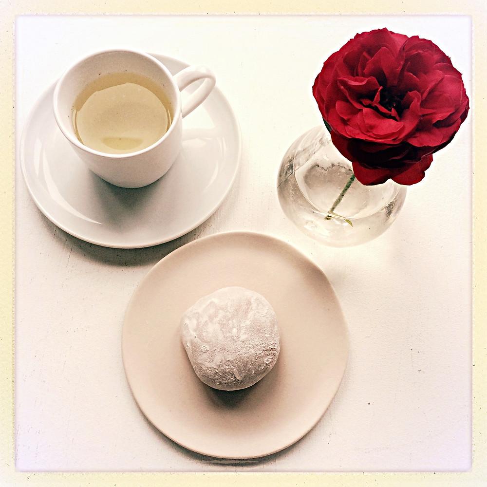 Tea time mochi à la rose ©Clémentine Chauveau