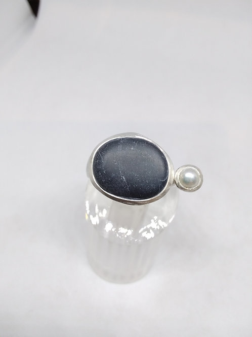 Uta Ottmar zilver met parel en kiezel ring