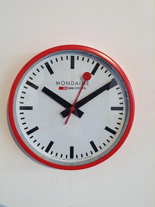 Mondaine wall clock rood