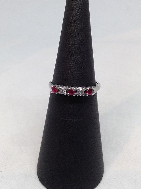Wit gouden ring met robijn en diamant