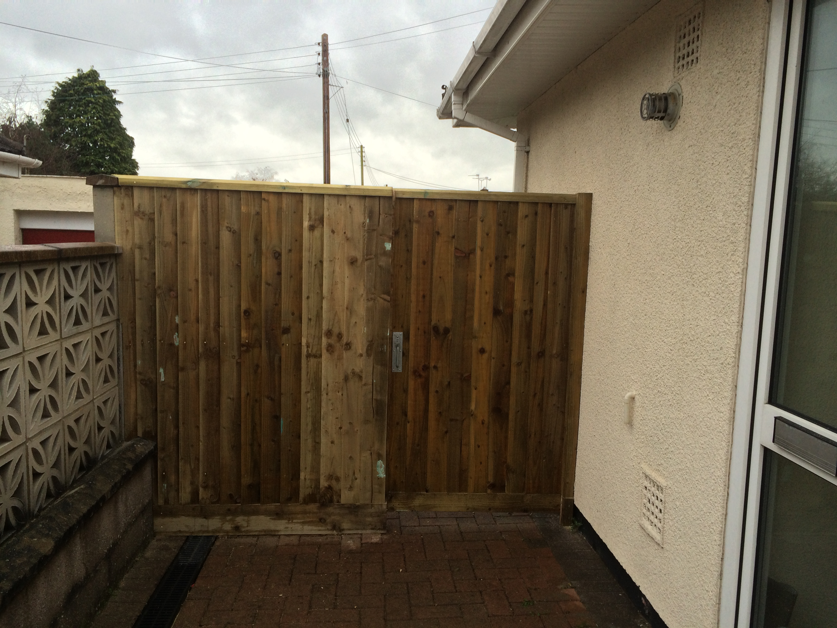 featheredge-fence-with-matching-gate