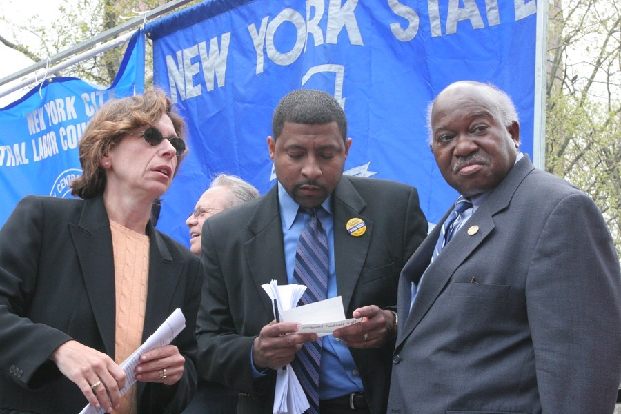 Owens confers with NYS AFT President Randy Weingarten, and TWU Political Director Vernon Thorpe.