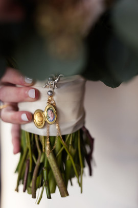 Bouquet personalized with family locket