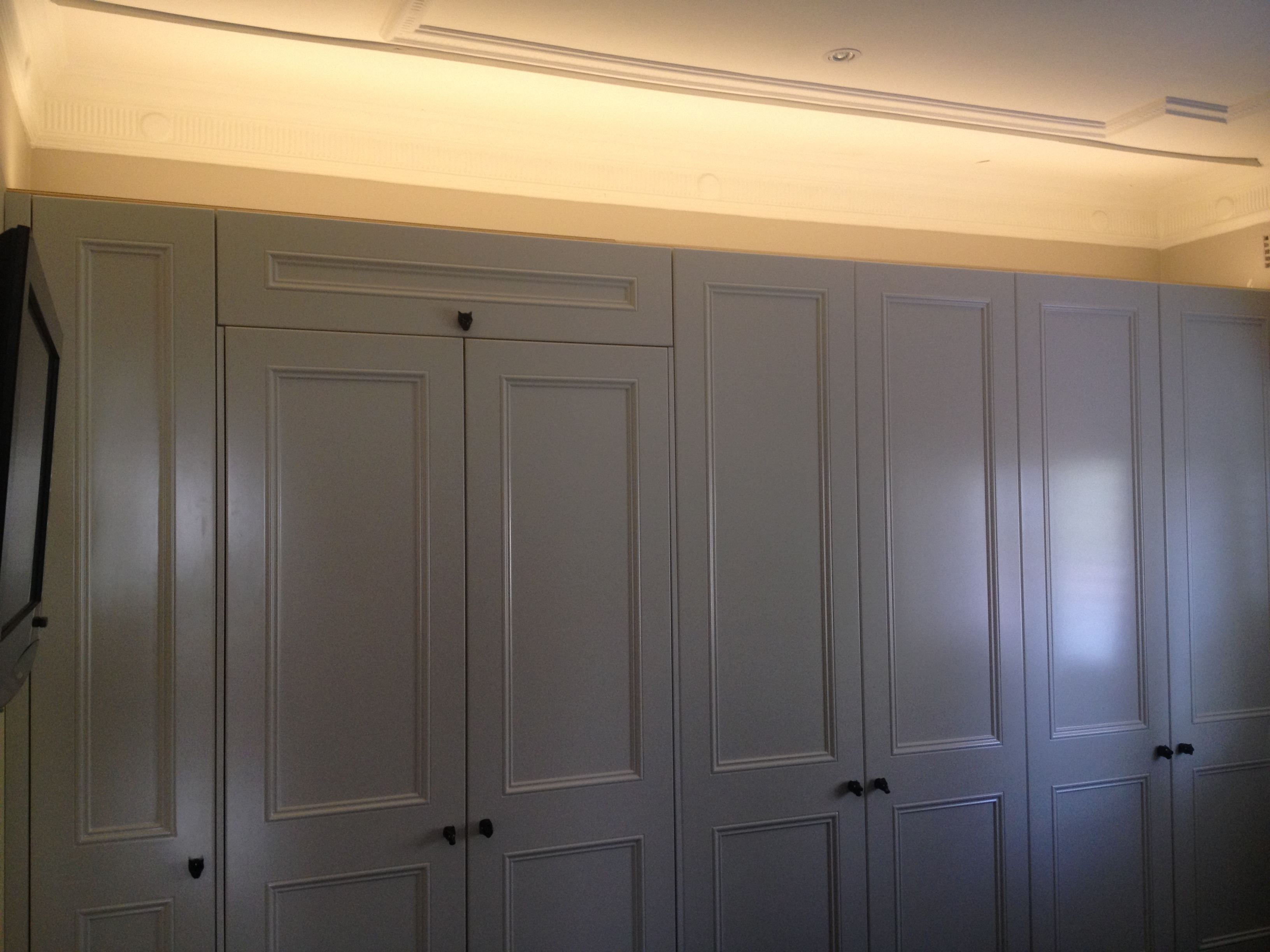 custom wardrobes with halo effect