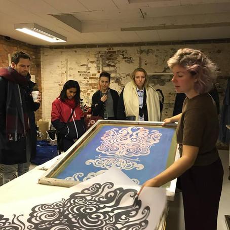 På besøk hos Fabrikk: Tekstiltrykk