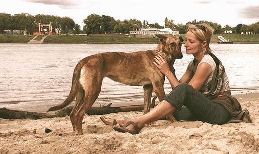 tiergestützt arbeiten mit dem Hund, tiergestützte pädagogik in Neuss und Düsseldorf, Hund ausbilden als Therapiehund, Hunde spiegeln unsere Seele, Hunde sind Eisbrecher, mit Hund in die Schule, Mit Hund in den Kindergarten, Hund im Altersheim.jpg