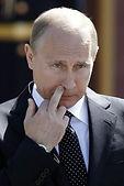 Poutine doigt dans le nez.jpg