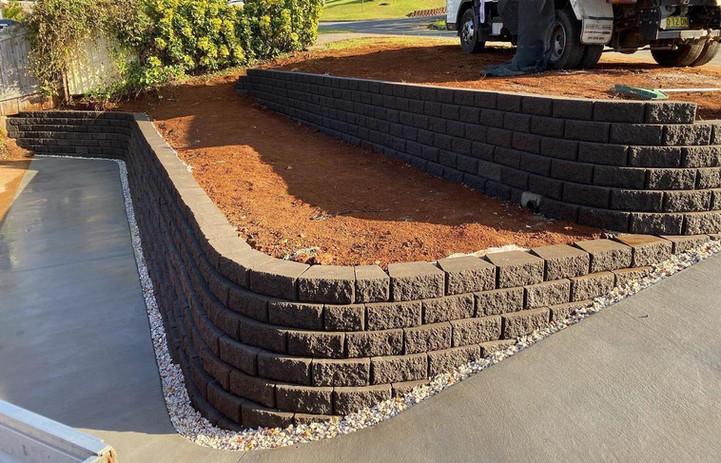 block retaining wall builders.jpg