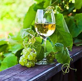 vinho%20verde_edited.jpg