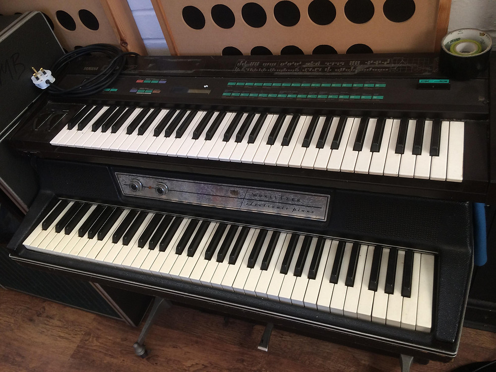 One 1950s Wurlitzer Electric Piano and a Yamaha DX7