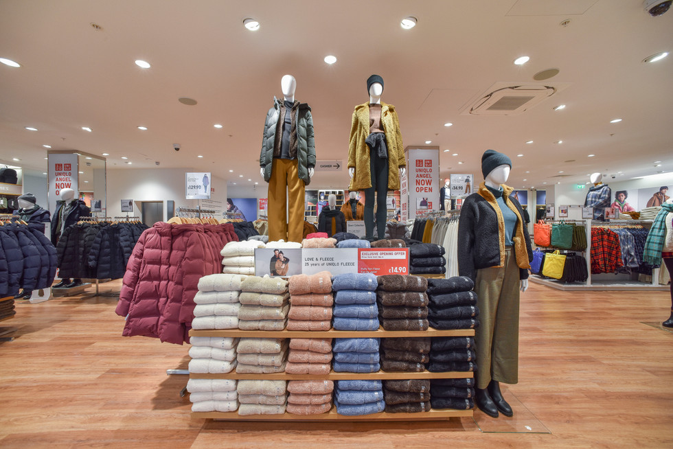 Uniqlo Angel - women upstairs middle 2.J