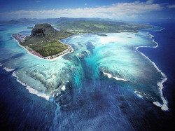 Illusion of an Underwater Waterfall