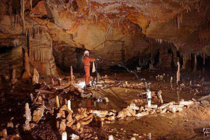 Neanderthals built complex ...