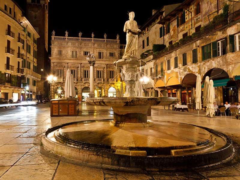 piazza_erbe Verona.jpg