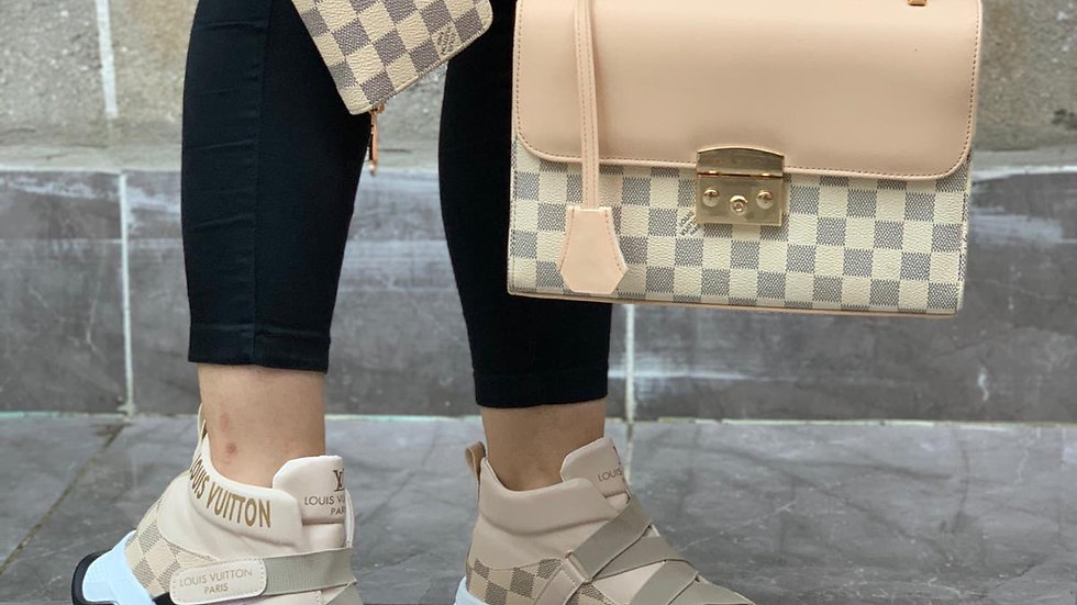 Louis Vuitton wristlet set