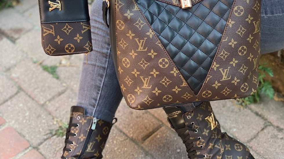 Luis Vuitton hand held bag sets