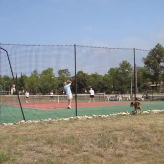 Tennisbaan op Parc Le Duc.jpg