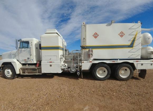 2001 Freightliner Hot Oil Truck