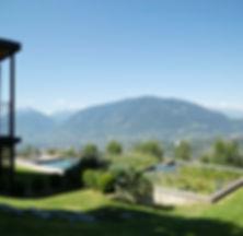 Garten Ausblick Naturpool Dahoam Naturresidence Schenna Südtirol