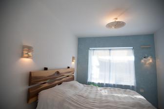 מנורות בחדר שינה
