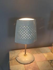 מנורת שולחן תכלת