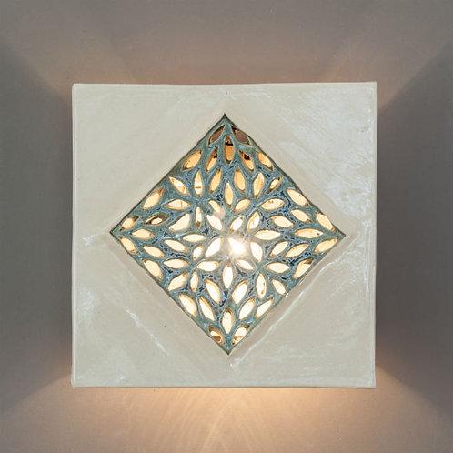 מנורת קיר מרובעת עם מעוין תחרה