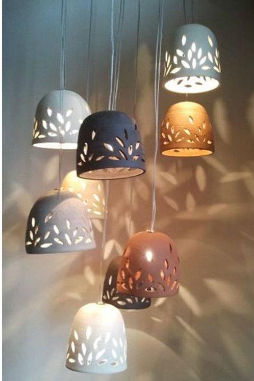 מנורת פעמוני קרמיקה בצבעי החומר הטבעי