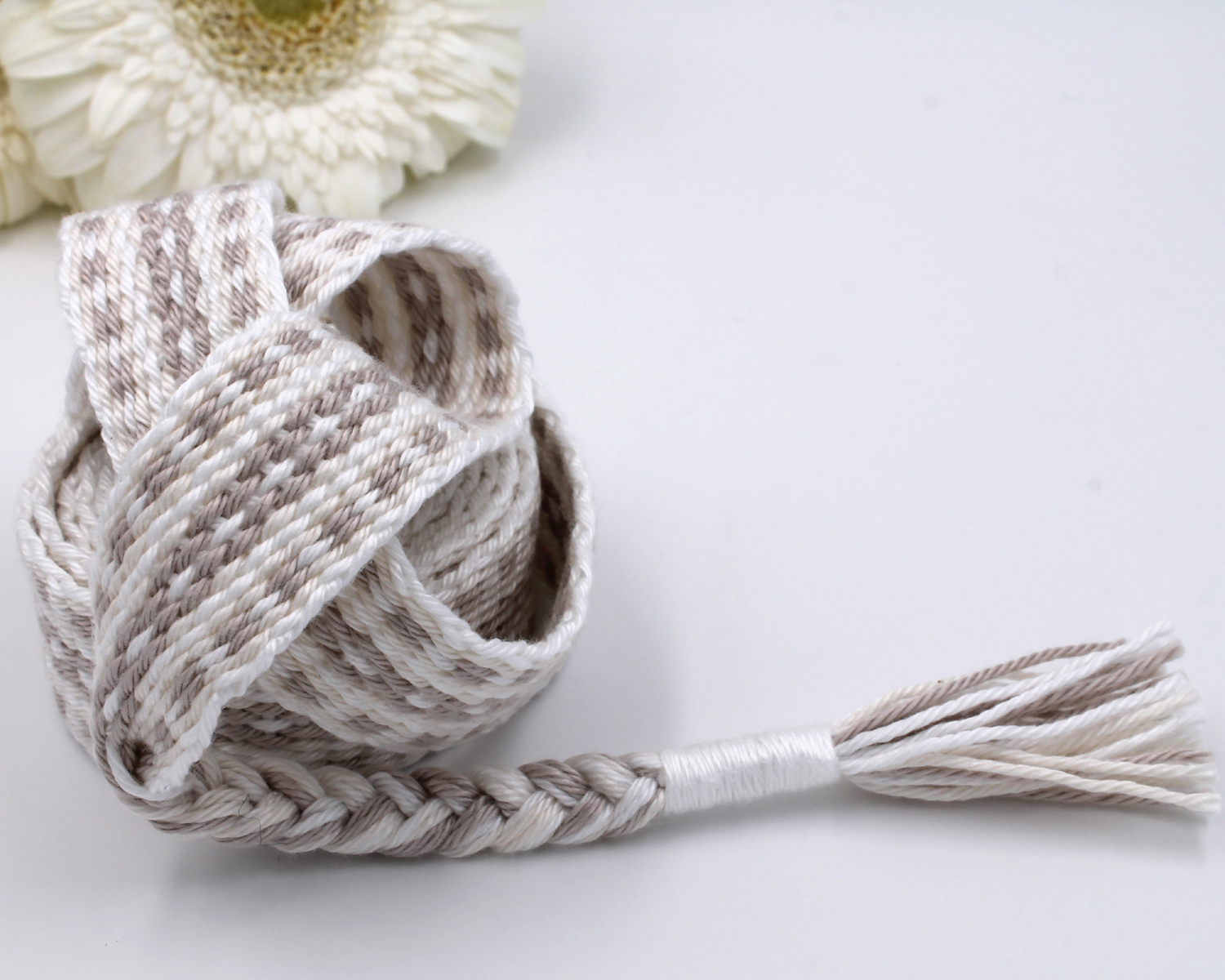Handfasting Cord - Holding Union  (2)