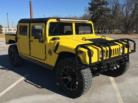 Customes Yellow Hummer Photo