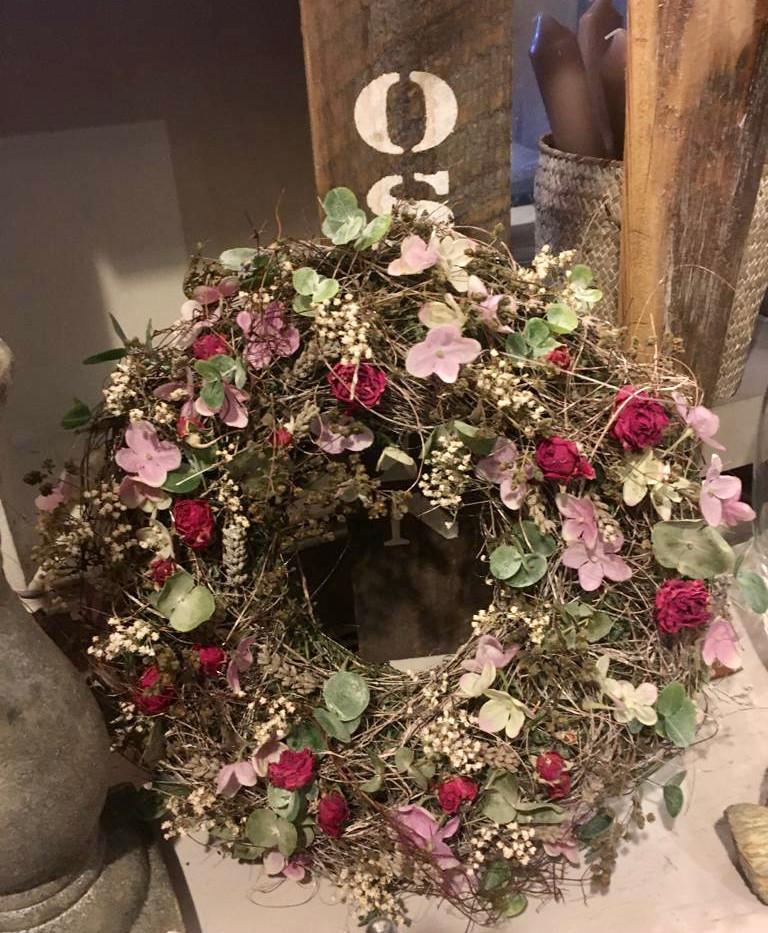 Kranz mit Blüten