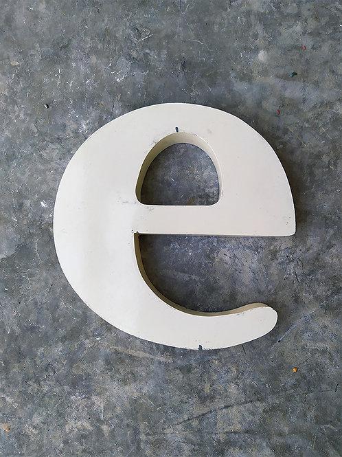 Lettre d'enseigne blanc cassé