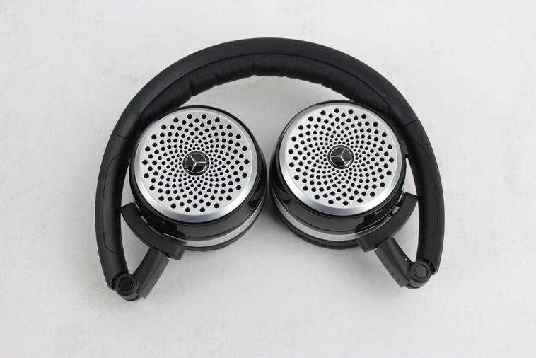 mercedes-benz-wireless-earphones-1_19112