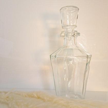 Carafe ancienne en verre avec bouchon