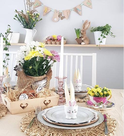 Easter table arrangement decoraion rabbit eggs