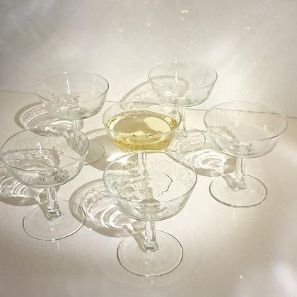 9 Coupes à champagne en verre à motifs d'arabesques