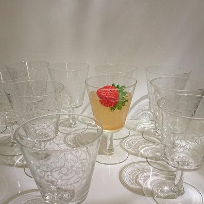 12 Grands verres à pieds à motifs d'arabesques