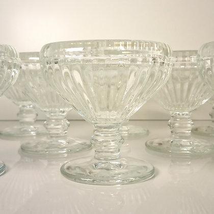 Coupes à glace en verre moulé