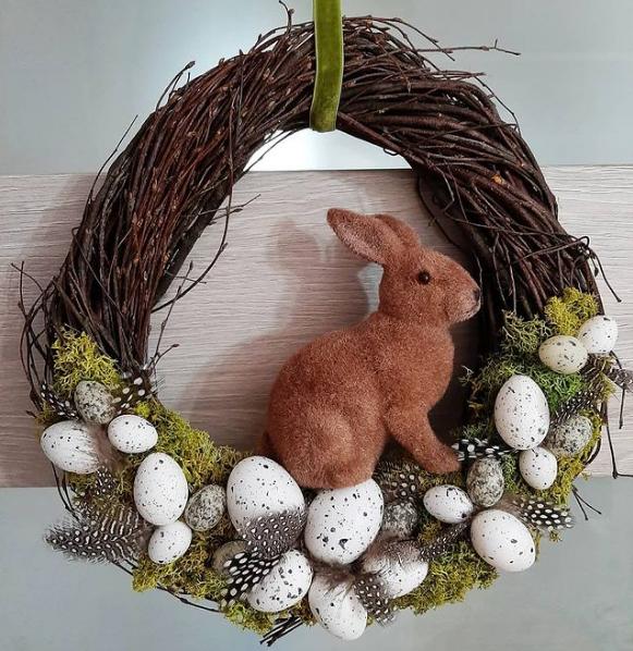 DIY Easter wreath eggs and rabbit