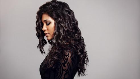 Weiblich mit dem lockigen Haare