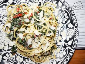 Spaghetti, Tenerumi, Pomodoro Candido, Mandorla... Coup de soleil...