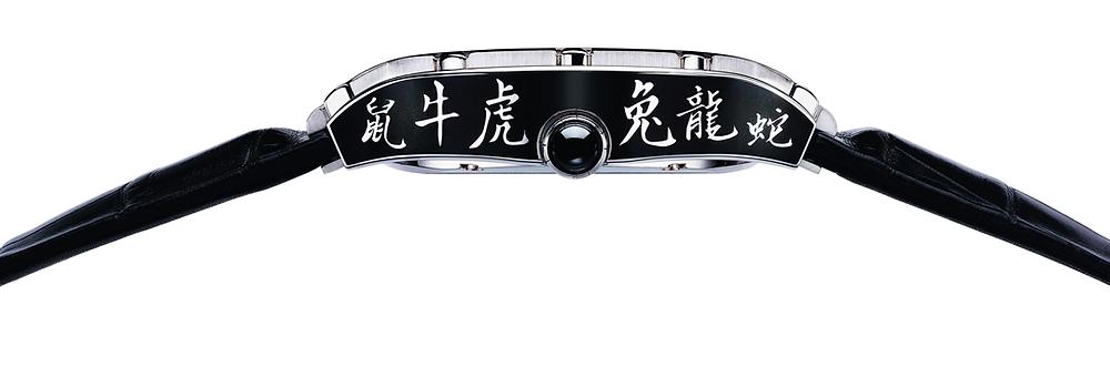 Polo Tourbillon Relatif中國生肖腕錶,錶殼側面以12個生肖漢字裝飾。