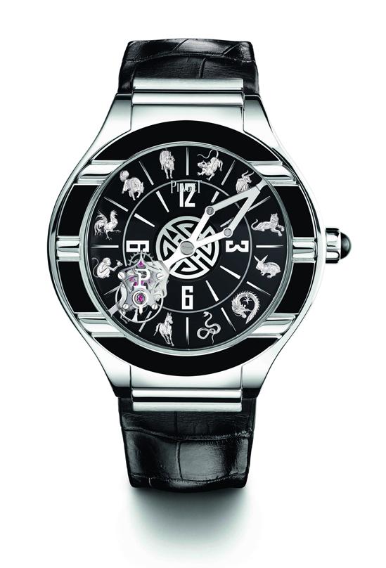 Polo Tourbillon Relatif中國生肖腕錶 直徑45毫米18K白金錶殼,錶殼與錶盤飾有手工雕刻圖案與大明火內填琺瑯設計 /時分指示/伯爵608P手動上鍊浮動式陀飛輪機芯,動力儲存約80小時/獨一無二款式,HKD$4,230,000