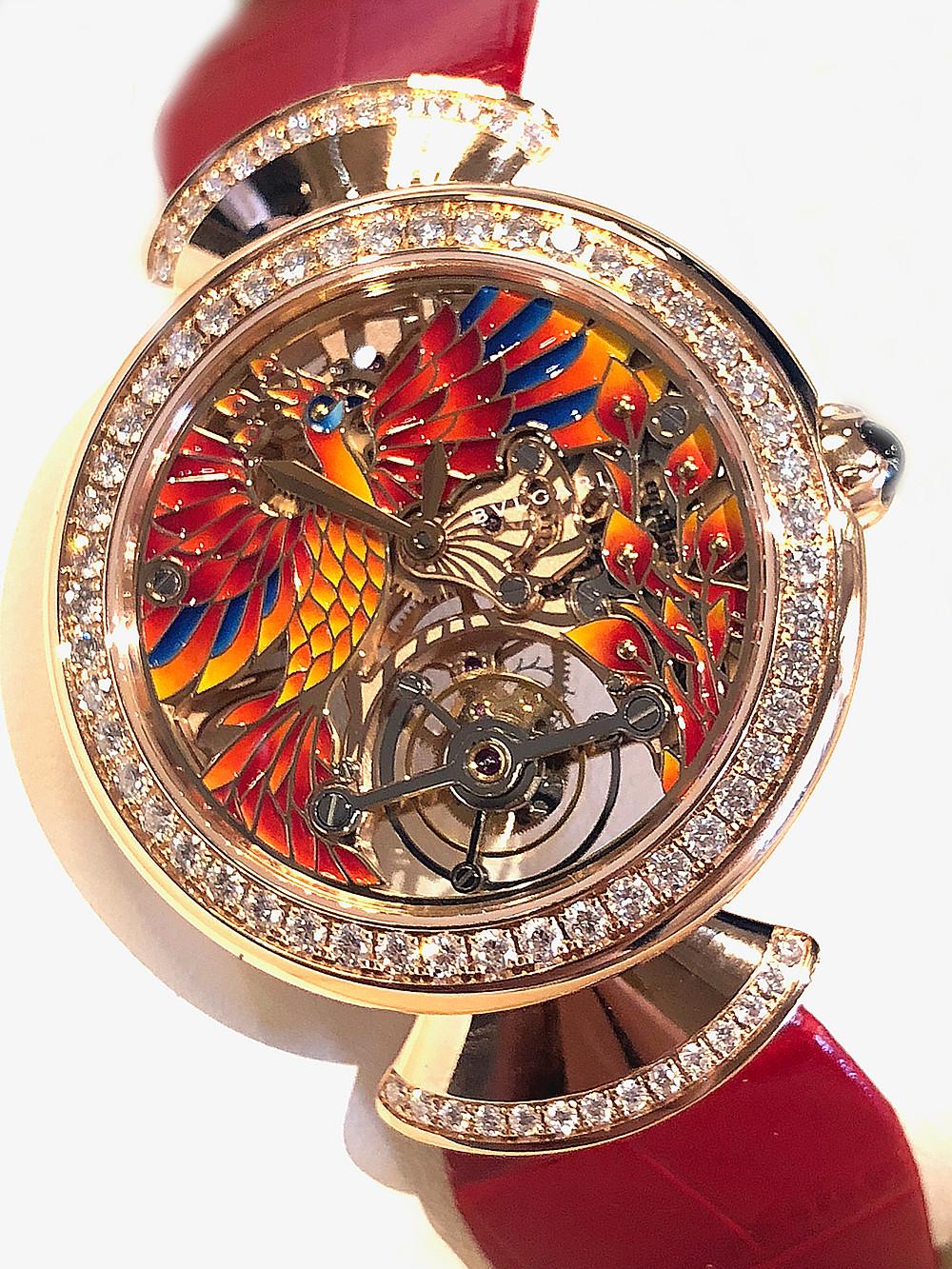 DIVAS' DREAM Tourbillon PHOENIX陀飛輪腕錶 37毫米直徑18k玫瑰金錶殼,錶耳鑲嵌上76顆明亮式切割鑽石(共重約1.76克拉),以人手繪上鳳凰與烈焰圖案的鏤空錶盤/時分指示/Calibre BVL 208型號人手上鍊陀飛輪機芯,64小時動力儲存/防水功能達30米,限量發售50枚