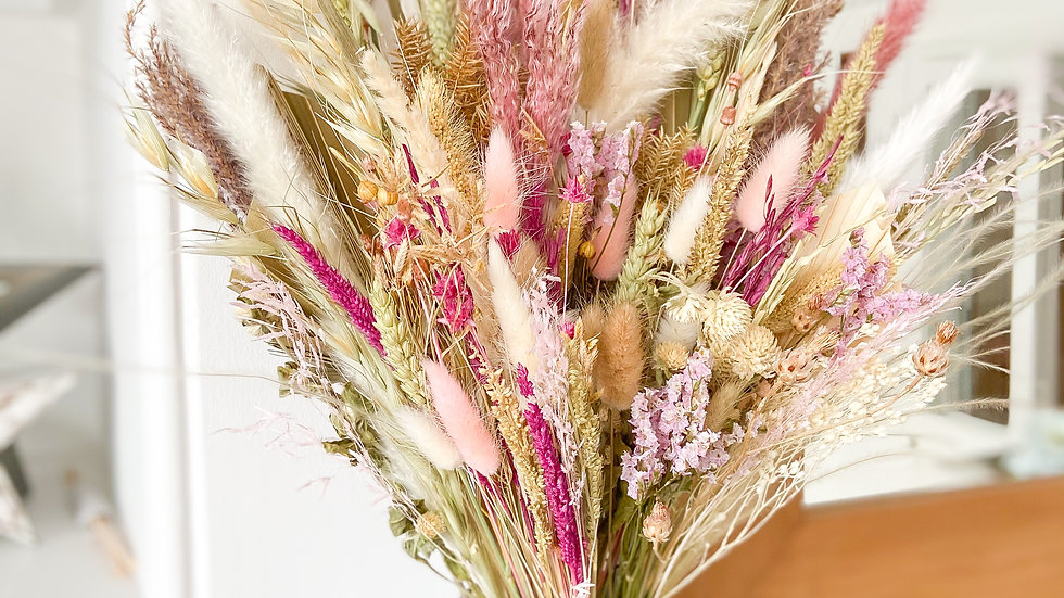 HINT OF PINKS EVERYDAY BOUQUET