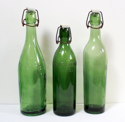 3 bouteilles anciennes