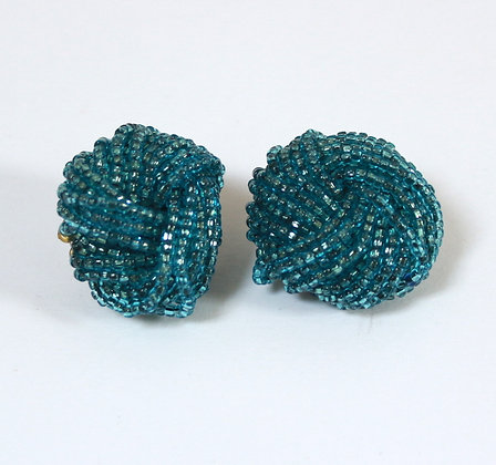 Très gros clips perlés bleus 1950