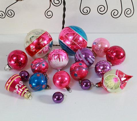 Boules de Noël roses et violettes