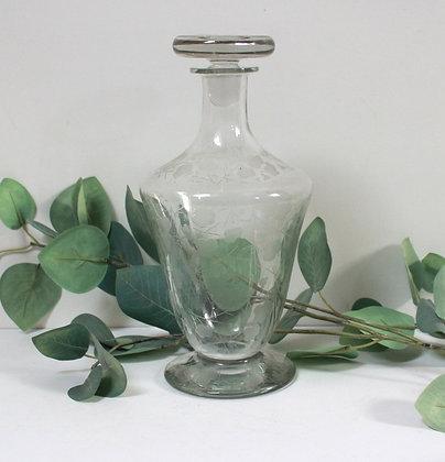 Carafe ancienne en cristal gravé