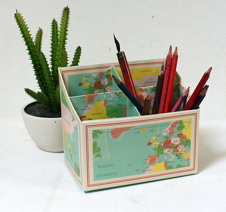 Boîte à crayons planisphère